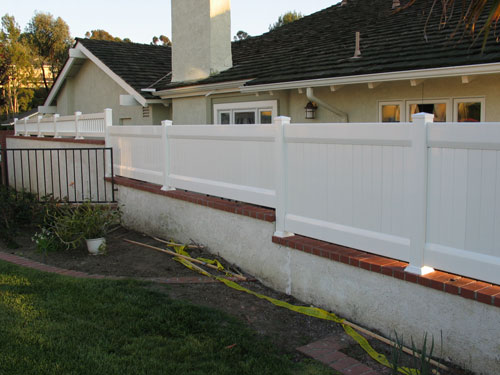 Staggered Privacy Fencing Vinyl Pro Fence
