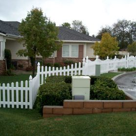 Scalloped Picket Fence – Side Yard