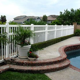 Picket Fence – 3 Rails Pool Fence