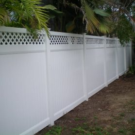 Duramax Privacy fence with lattice accent
