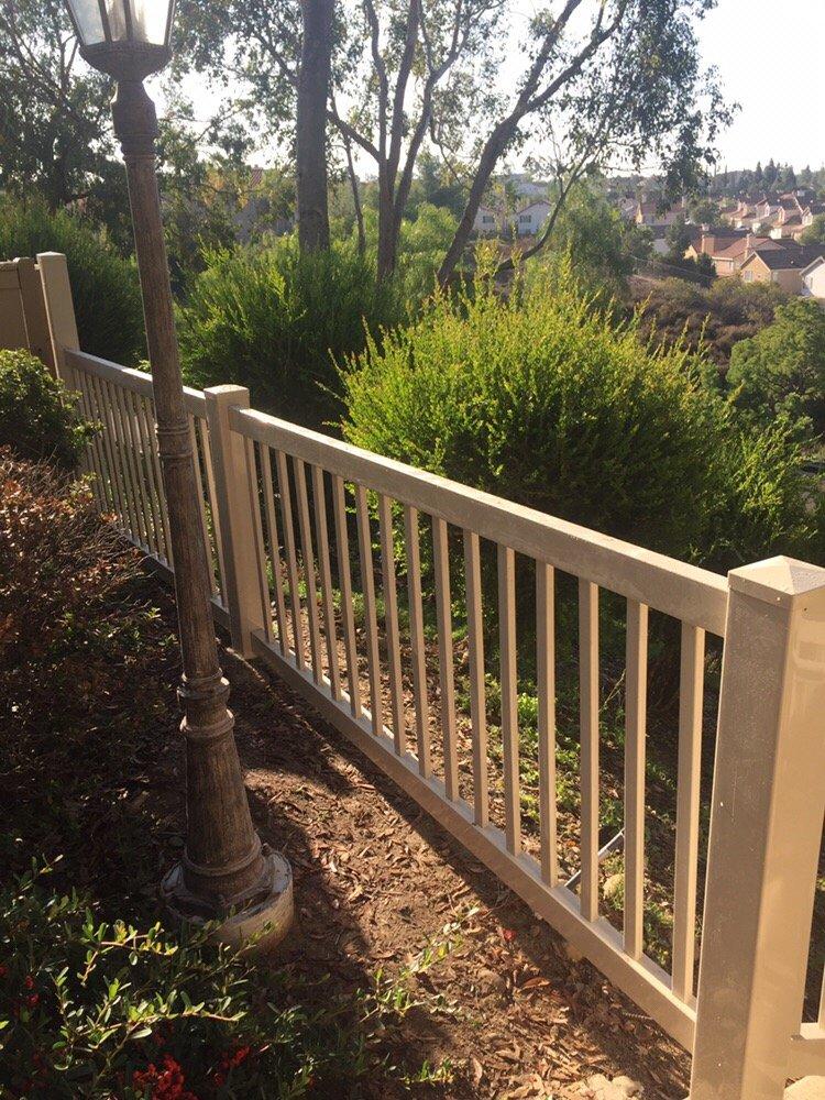 Railing - Vinyl Pro Fence