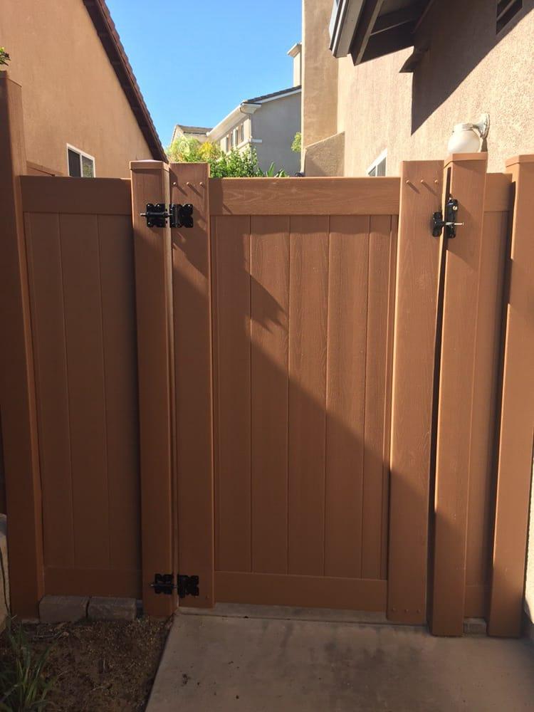 Gates Vinyl Pro Fence